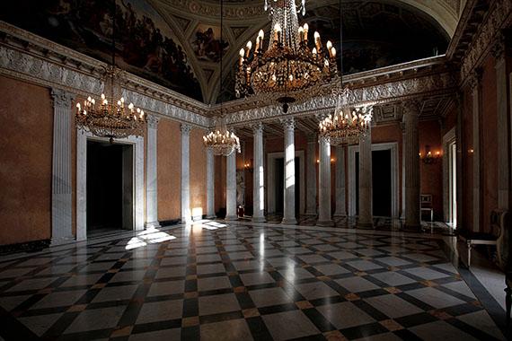 Uno degli interni della Villa
